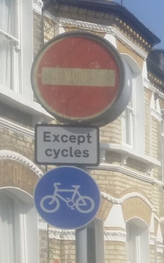 Contraflow sign